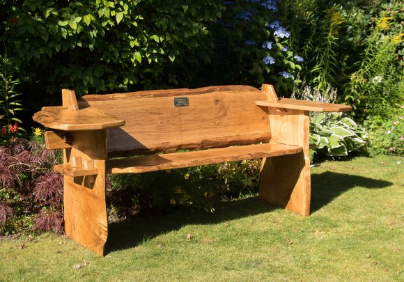 Memorial bench by Rob Rendall